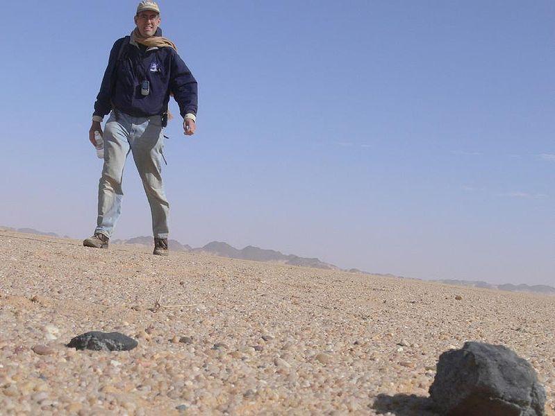 Fragment znaleziony na pustyni w Sudanie (NASA/SETI/P. Jenniskens)