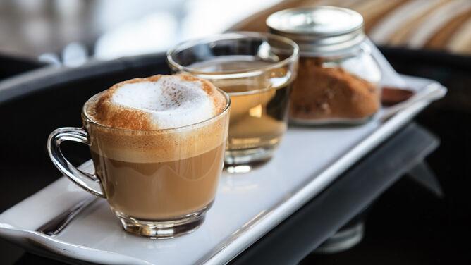 Słodki zastrzyk energii - ile kalorii <br />ukrytych jest w kawie i herbacie