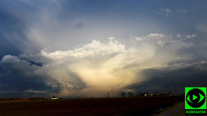 Prognoza pogody na dziś: popada, powieje, a miejscami też zagrzmi