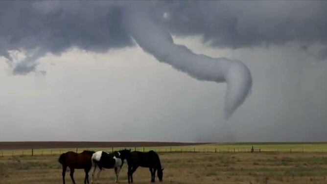 Tornado jak korkociąg